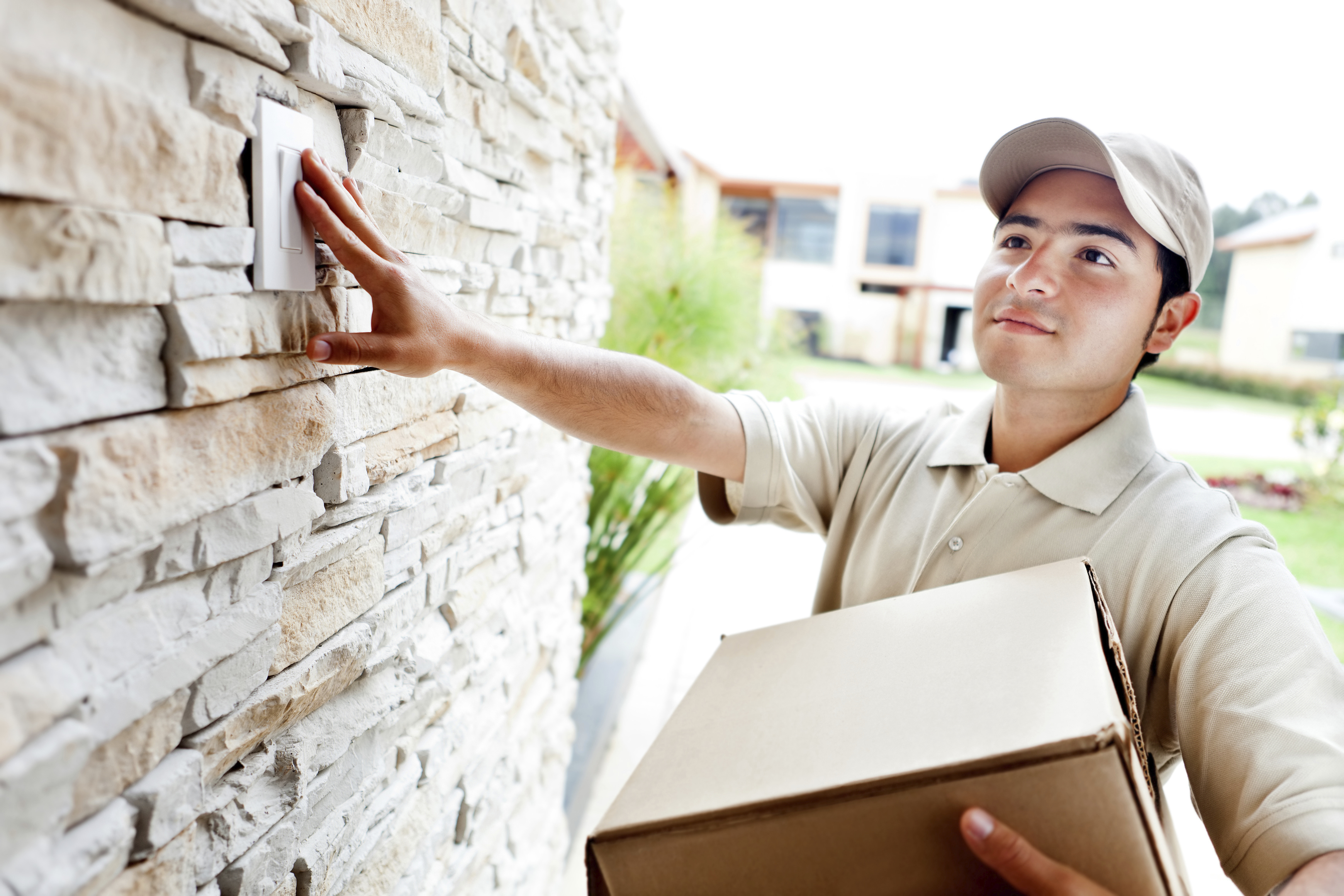 Delivery-man-ringing-doorbell